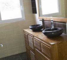 la salle d eau est termine ici cote vasques