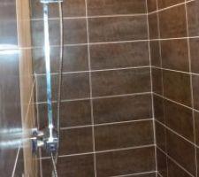 La salle d'eau est terminé, ici côté douche