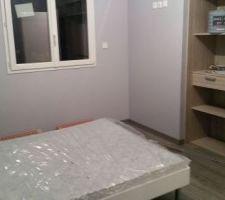 Chambre du grand Enzo manque papier peint coin bureau