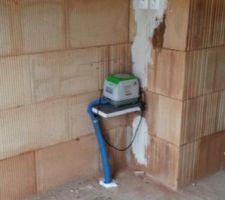 L'appareil électrique qui fait fonctionner la fosse septique.