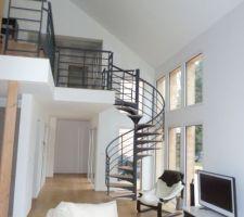 notre escalier colimacon contrairement a ce qu indique le constructeur sur son site tres commercial cet escalier n est pas une de leur creation sur mesure mais un lapeyre nous souhaitions un escalier contemporain dans un budget raisonnable architecte et constructeur n ont pas su nous proposer un escalier autre que classique demi tournant en pin finlandais