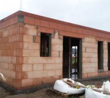 hourdis poses et beton coule en attente pr elevation des murs de l etage
