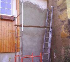 Crépisssage du mur de façade.
