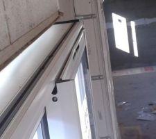 le seul hic de la journee la baie vitree le vantail a ete tordu lors de l usinage des aerations de la vmc probleme regle avec le fournisseur qui remplace le vantail