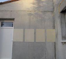 aujourd hui nous avons trouve les quatres couleurs d enduit weber sur le mur 305 jaune orpiment 015 pierre claire 016 ton pierre 306 jaune tuffeau