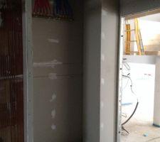 nourrice eau chaude et froide dans placard garage