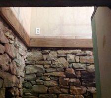 habillage escalier poutre bois et placo sur le mur porteur en parpaing