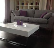 enfin des nouveaux canapes qui s harmonisent avec les couleurs de la piece ainsi qu une nouvelle table basse