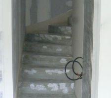 Escalier 2/4 tournant d'accès à l'étage