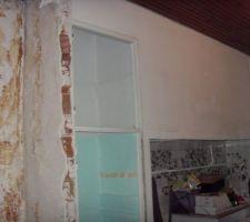 Abattage de la cloison entre la cuisine et le salon   démontage des éléments de la cuisine !