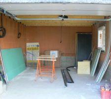 porte de garage ouverte