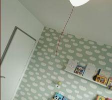 La chambre de bébé :) luminaire en ballon gonflable !