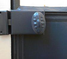 Porte métal : la poignée