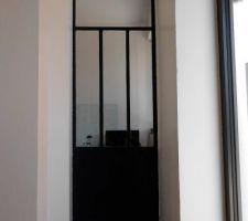 Porte métal : vue depuis le salon