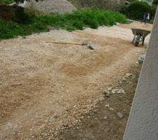 etalage manuel de pierres calcaires sur chemin d acces