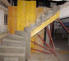 Création de l'escalier de l'entrée pour aller a l'étage