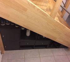 meuble sous escalier avec rangements