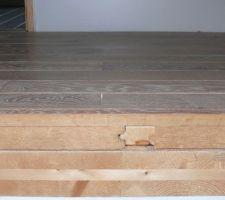Détail de la composition du plancher de l'étage : panneau de klh, isolant en fibre de bois de 40mm avec lattes et parquet massif en chène cloué.