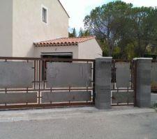 Portail, portillon et panneau de clôture avant peinture