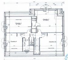 Il nous fallait absolument: - 4 chambres (3 enfants). - Nous sommes plutôt douches(pas de baignoires). PS: Plus tard on a aligné la SDB parentale sur le mur pour avoir une chambre rectangulaire. On a aussi élargie les deux SDB de 10 cm chacune.