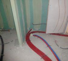 l ensemble du circuit au depart de l etage dans la salle de bain