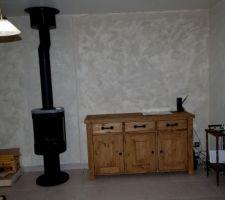 Salon - enduit effet sablé fini, meubles installés et boxs installées