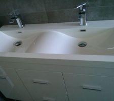 le meuble salle de bain et ses robinets