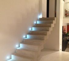 quelles photos pour commencer de l'escalier en beton brute de decoffrage juste poncé