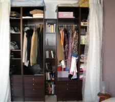 nos armoires terminees et fixees au mur