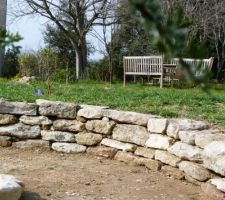 le nouveau muret en pierres seches presque termine manque plus que 3 4 belles grandes pierres plates au fond notre coin terrasse avec la belle vue sur le vieux village et les cevennes