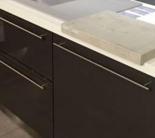 facade magestic anthracite petilla et plan de travail imitation beton brut de cuisinella