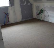 Chape chambres étage terminée pour pose parquet.