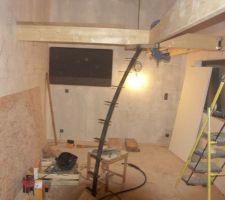 Fabrication mezzanine bois et escalier fer rouillé.