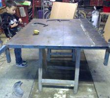 creation de la table support qui sera le dessus des moulage j ai volontairement fais des depot de soudure pour faire un aspect pierre