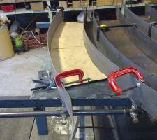 Réglage des coullisse latérale pour réglage du galbe avec gabarit carton.