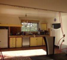 Création de l'ouverture entre la cuisine et le séjour. Verrière intérieur.