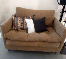 Exemple de petit canapé tissu lin tabac de 1.65m pour le salon TV Ambiance CARAVANE