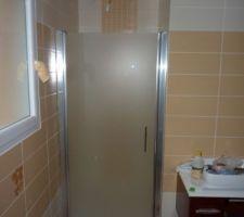 Porte de douche installée