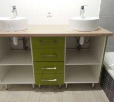 Mise en place du meuble de salle de bains