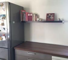 Et la dernière étagère est venue dans la cuisine !
