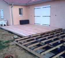 plot en beton avec 2 plots rapprocha a s pour le 2x double lambourdage au niveau de la lame perpendiculaire