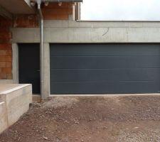 porte de garage et porte de service