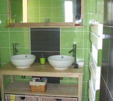 Salle d'eau avec accés par chambre parentale