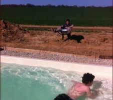 21/04/2015  Première baignade pour les courageux ... Ou les fous ?