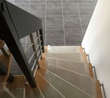 escalier hetre et inox brosse de chez artescaliers
