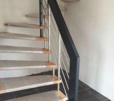 Escalier hêtre et inox brossé de chez Artescaliers