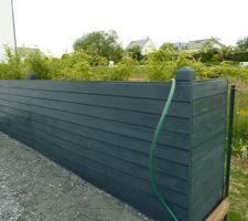 peinture du grand bac de la terrasse en gris anthracite