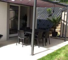 Pergola et salon de jardin côté terrasse Est.