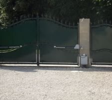 Pose de la motorisation du portail terminée
