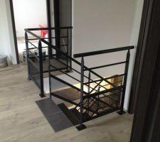rendu final escalier avec rambardes parquet et carrelage